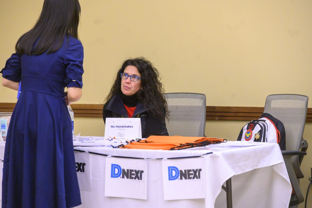 Student talks to an ASA Dnext representative